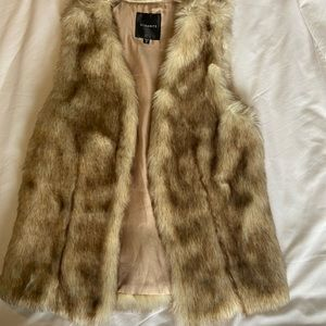 Dynamite faux fur vest size XS